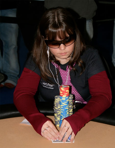 Аннет Обрестад - лучшая женщина-игрок в покер в Норвегии